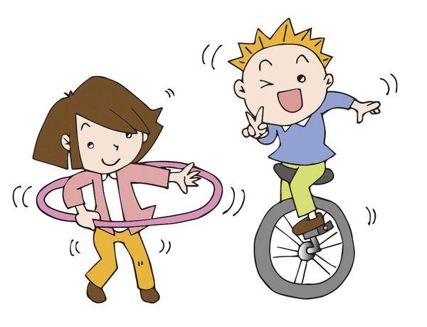 一輪車に乗っている人を見る