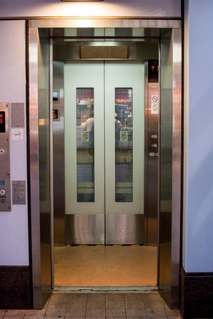 呼んだエレベーターがすぐに来る