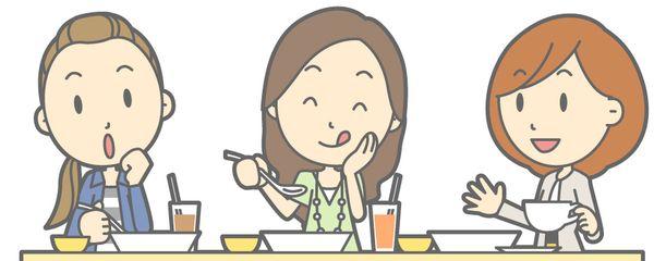 友達と食べている