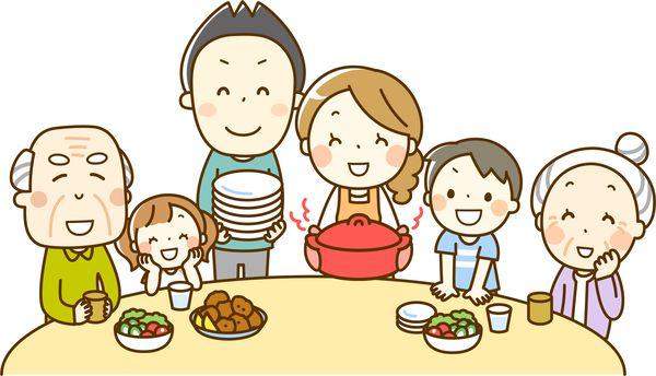 家族と楽しく食べている
