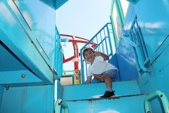 はしごを上まで登りきる