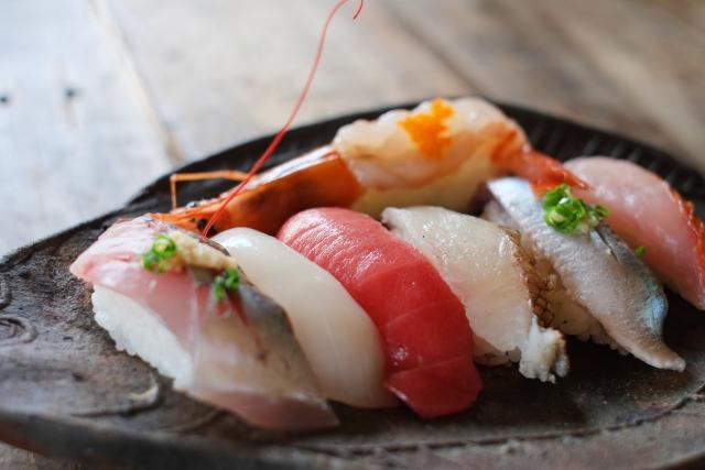 おいしい寿司を食べる