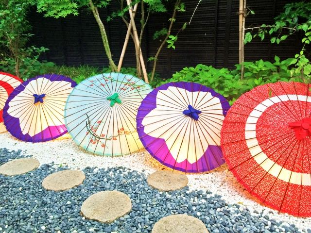 傘がたくさんある
