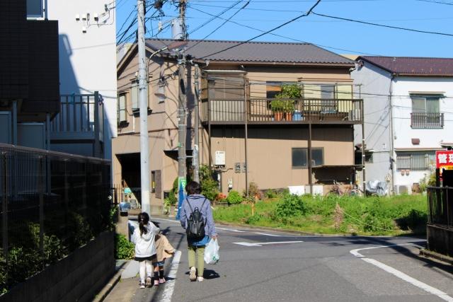 住宅街を歩く