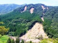 地震で山崩れが起こる