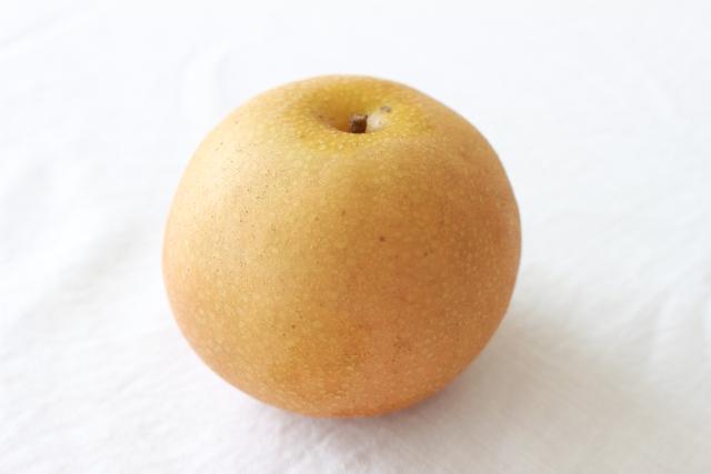 梨を見ている