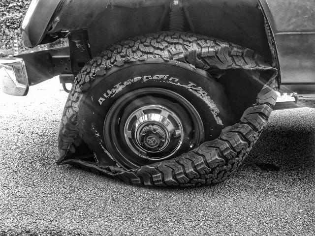 タイヤがパンクする