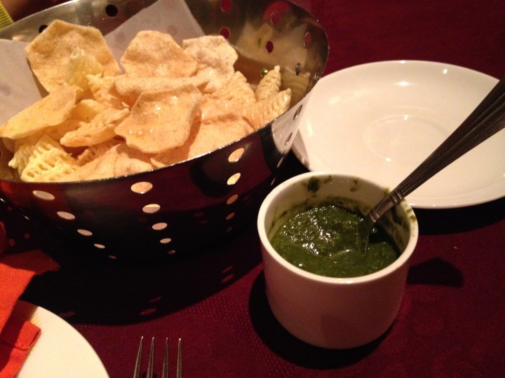excellent chutney that was unputdownable.... with ordinary papad