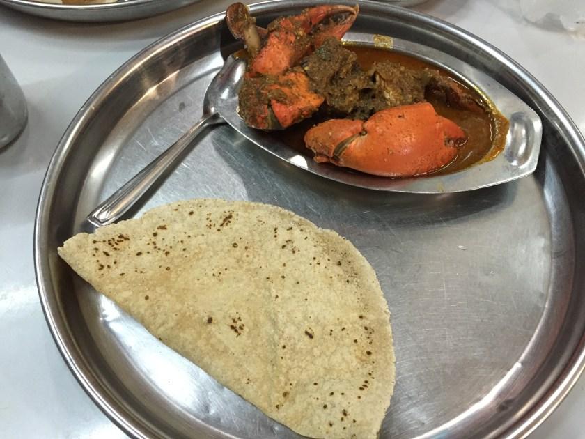 jowar bhakari with crab masala