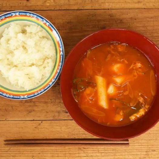 トッポギとチャプチェのピリ辛スープ
