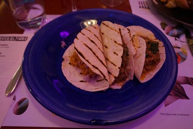 Trío Mexicano: Fajitas de Tinga de Pollo, Carne Mechada y Porchette