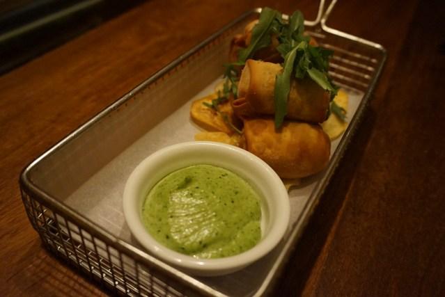 Ajoblanco Restaurante Crujientes de Boletus y Foie con Chips Vegetales