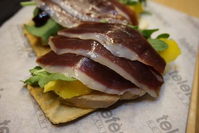 teleferic restaurant barcelona Tostas de foie.