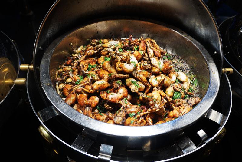 les grands buffets ancas de rana