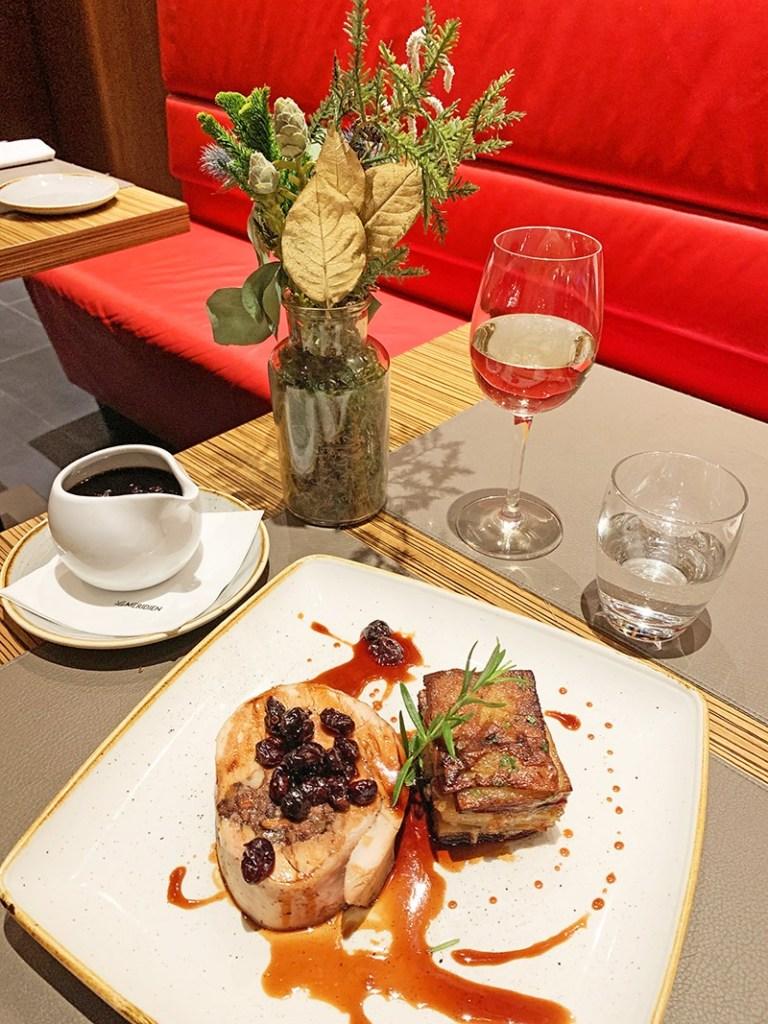 cena de acción de gracias en el restaurante Centonze