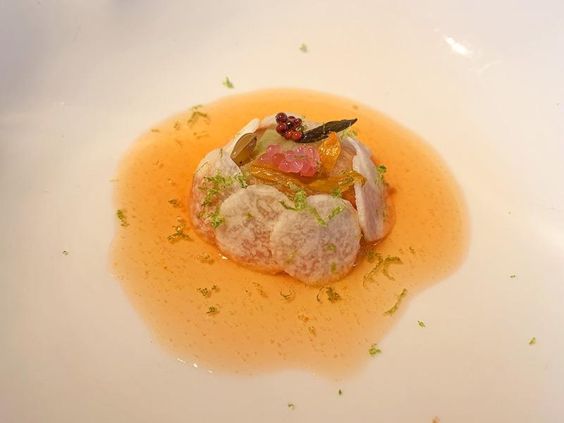 el celler de can roca platos 2020 Encurtidos de flores con salsa romesco de nueces.