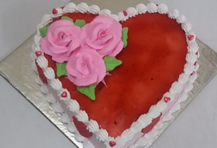 Strawberry Cake In Heart Shaped Free Home Delivery Yummycake