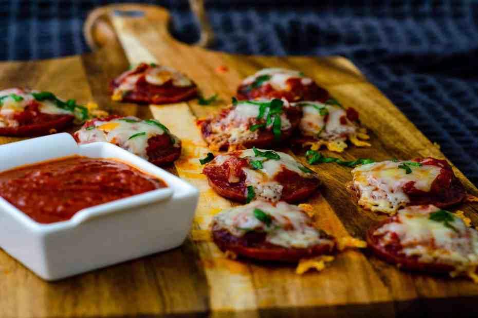 Mini salami crust pizza with dip