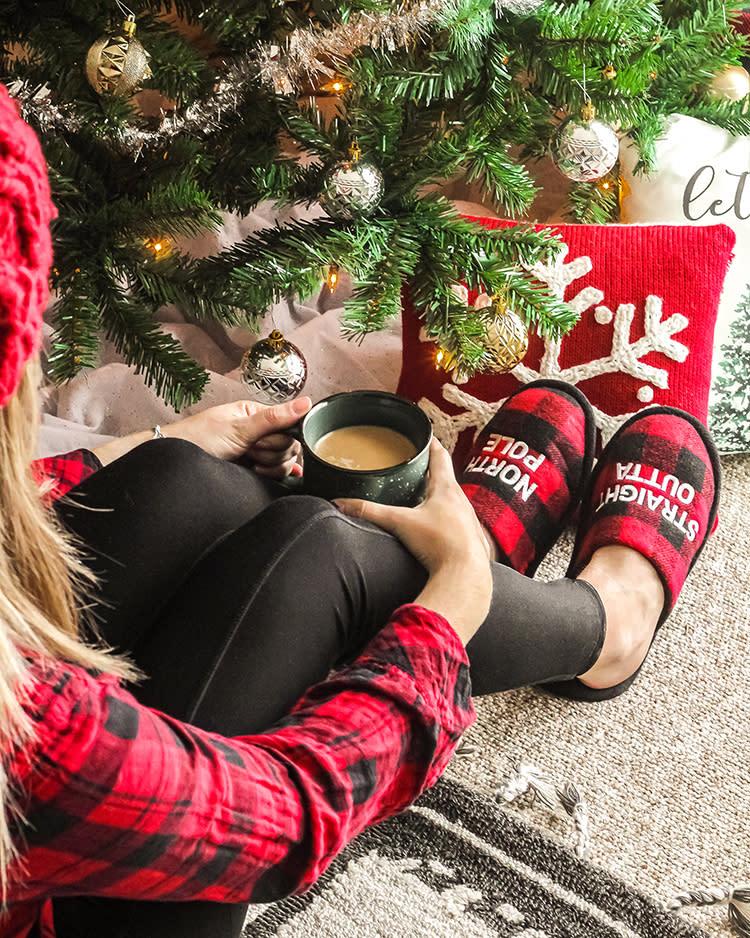 november-family-photo-slippers-sweepstakes