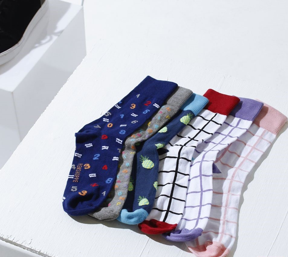 free-socks-or-travel-packing-cube