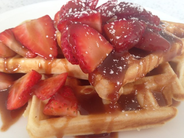 Waffles with Strawberries and caramel
