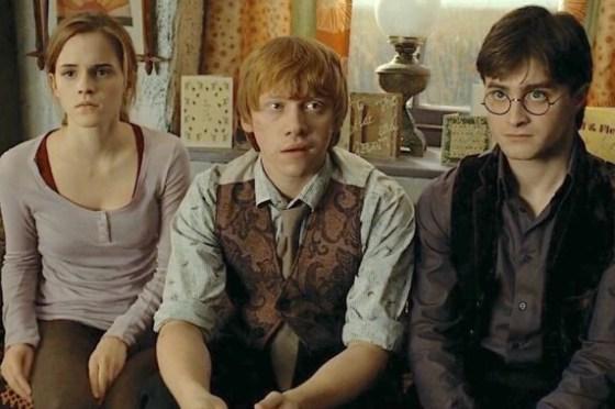 鄧不利多給哈利、妙麗、榮恩各留下一個遺物,裡面藏了什麼秘密呢?—《哈利波特》—我們用電影寫日記