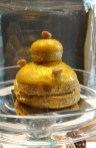 A golden religieuse so perfectly decorated.
