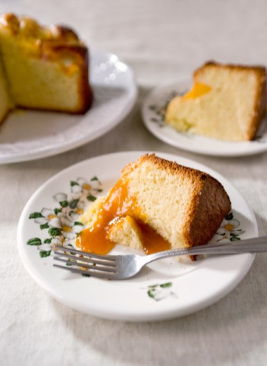 Sliced Peach Cake with Apricot Jam