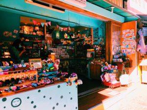 安平老街可愛い小物も売ってます。