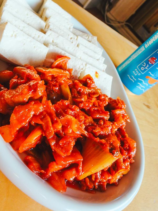 Dubukimchi, recette coréenne de tofu et de porc sauté au kimchi
