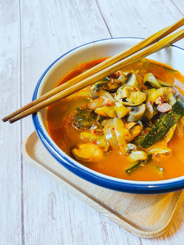 jjambbong, plat de nouilles coréennes épicées aux fruits de mer