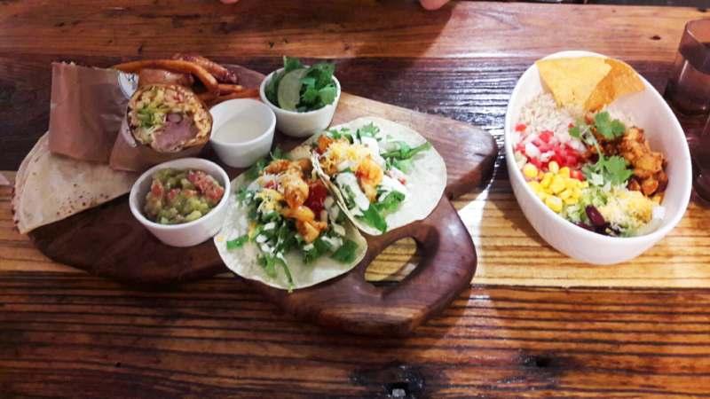 Menu mexicain, burrito, tacos et salade