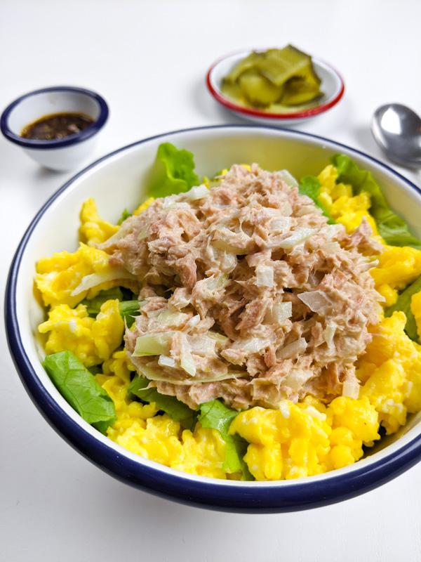 chamchi mayo deop bap avec sauce et pickles