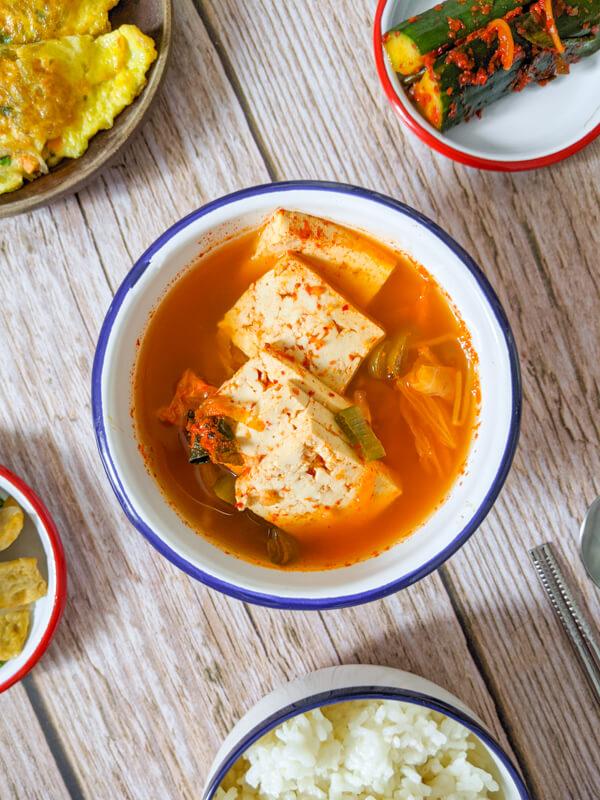 Kongnamul Kimchi Guk - Soupe de kimchi aux pousses de soja