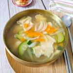 sujebi - soupe de pâtes coréennes