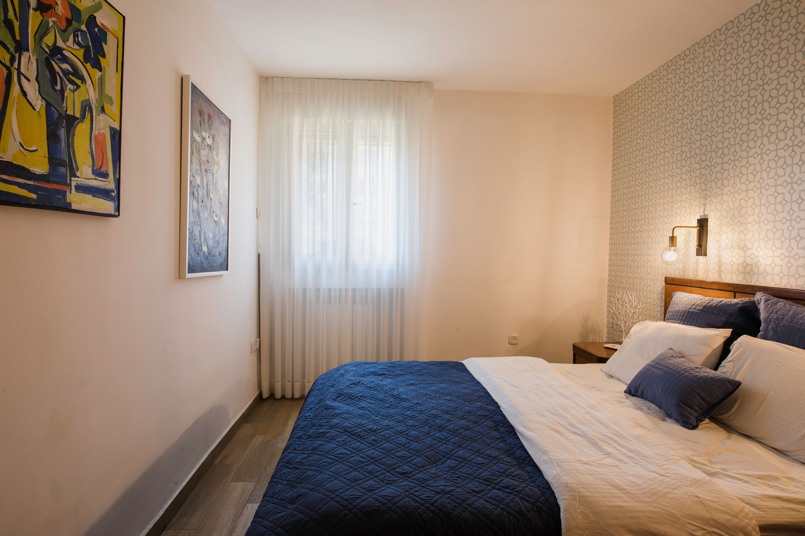 חדר שינה מעוצב בחם וקר