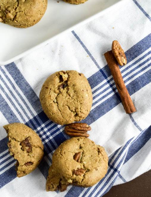 Glutenfree and vegan maple pecan cookies with coconut sugar, cinnamon, and maple candied pecans make the perfect holiday treat