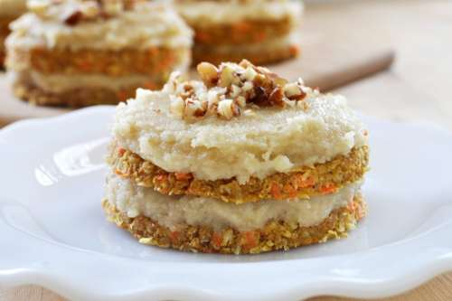 Raw Carrot Cake Vegan - The Colorful Kitchen