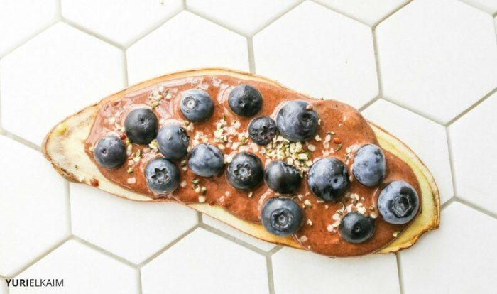 sweet-potato-toast-with-choclate-peanut-butter-and-blueberries