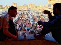 Yuri Martins Fontes / Sudão-2007 / Cartum: Centro da capital / Terminal rodoviário com edifícios ao fundo