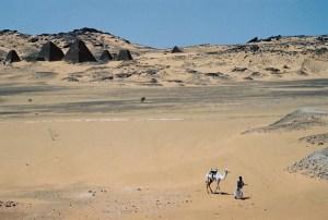 Yuri Martins Fontes / Sudão-2007 / Méroe: Pirâmides núbias da região do Alto Egito / Saara