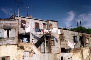 Yuri Martins Fontes / Argentina-2004 / Buenos Aires: Cortiço ao lado do turístico Caminito / La Boca