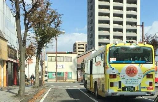 桑名駅アンパンマンバス