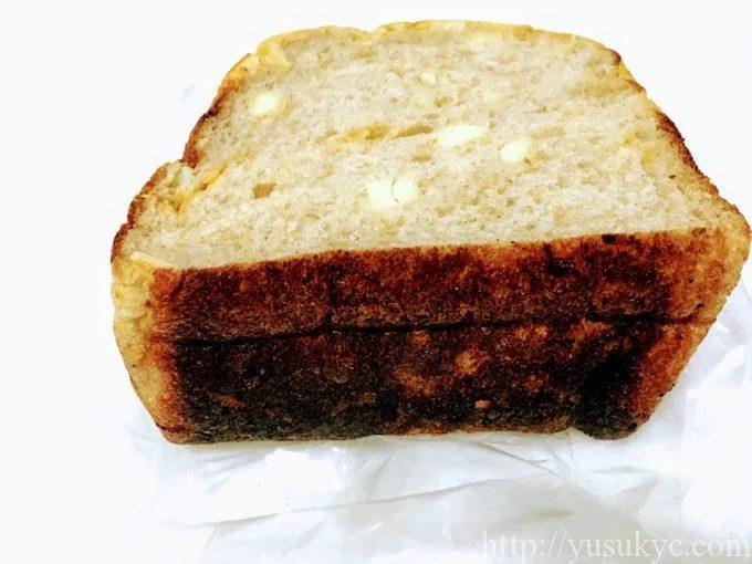 つむぎのチーズ食パンの下面
