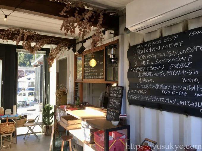 ピッツェリア魚幸商店の店内
