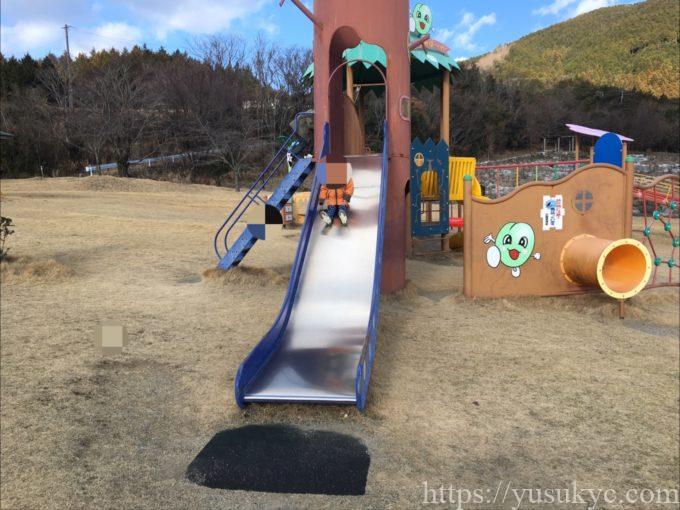 いなべ市農業公園の遊具のすべり台