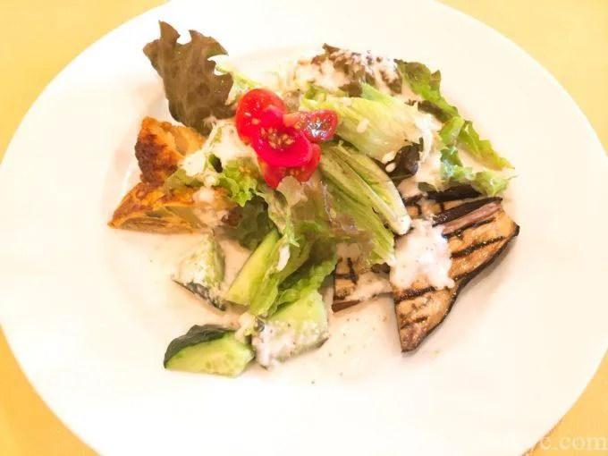 ピッツェリアモトリーノの前菜サラダ