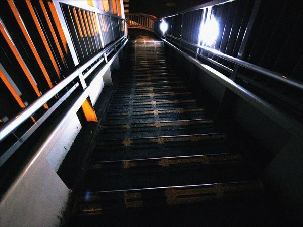 歩道橋の階段2