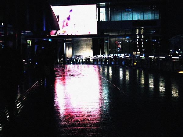 雨の歩道橋
