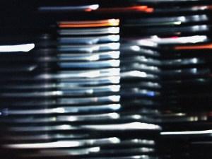 揺れる浜松町のビル街の灯り
